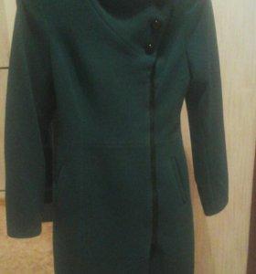 Пальто новое 40 размера