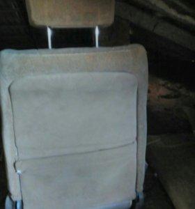 Сиденья от Toyota Mark 2 90 кузов