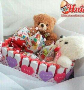 Подарочный сладкий набор в форме сердца.
