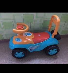 Продам детскую машинку для катания