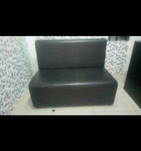 Кожаный мини диванчик
