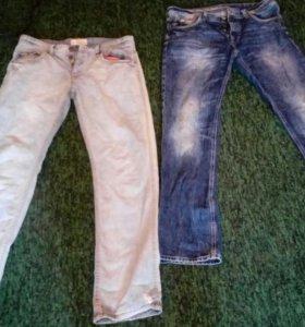 Пиджак, джинсы.
