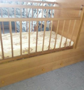 Кроватка-трансформер с маятником