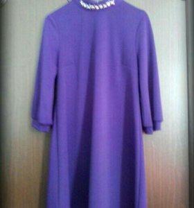 Фиолетовое платье.