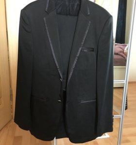 Мужской классический костюм.