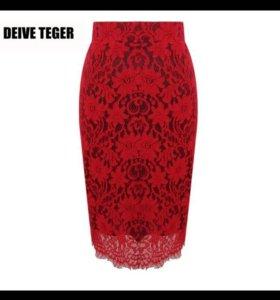 Красная кружевная юбка