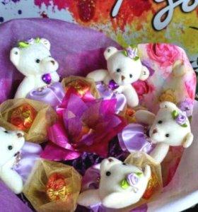 Букет с мишками и конфетами