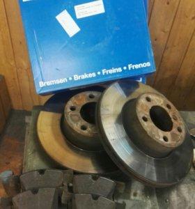 Комплект тормозных дисков и колодок бмв