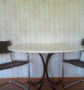 Круглый обеденный стол и 2 кресла
