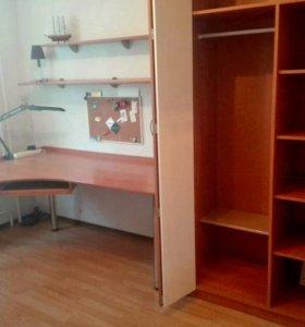 Комплект мебели:кровать,стол,шкафы