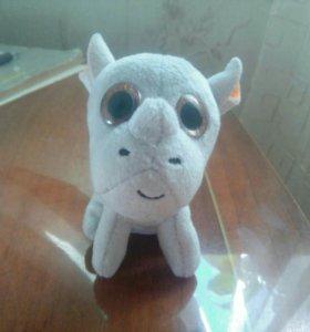 Новая игрушка носорог.