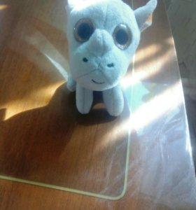 Очень новая игрушка носорог