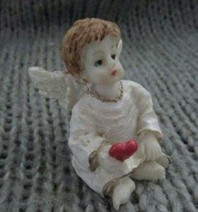 Статуэтка ангел с сердцем новый