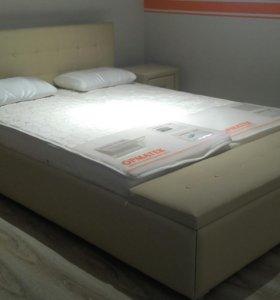 Кровать и тунбочки