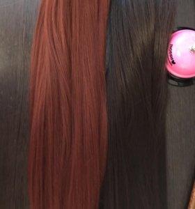 Волосы на заколках красно-рыжие и коричневые