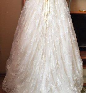 Шикарное свадебное платье со шлейфом 44р