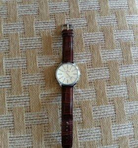 Продаю часы состояние почти новые