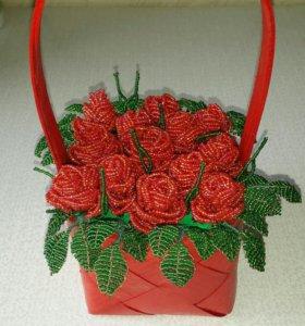 Корзина с розами из бисера