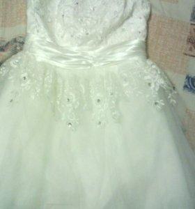 Продам белое платье 500р