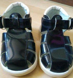 Новые сандали 13,5 см.