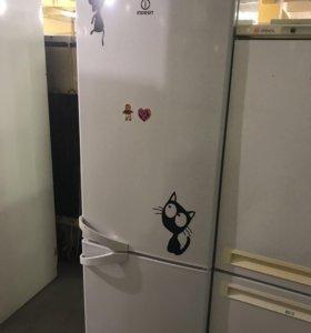 Холодильник б/у Indesit SB185