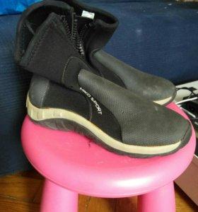 Гидрокостюм и ботинки женские