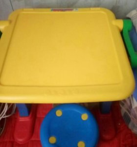 Детский столик мольберт