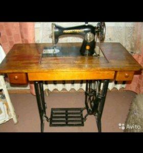 Швейная машинка 'Чайка' ножная