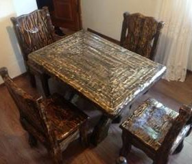 Продается стол и стулья из массива