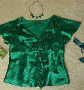 Изумрудная атласная блуза