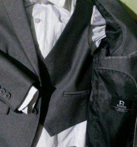 школный костюм 6/8лет + рубахи