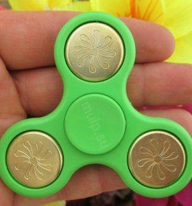 Зелёная вертушка с золотыми жетонами