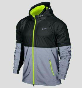 беговая куртка Nike