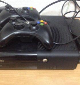 Xbox360(250гб) + Kinect  + 2 контроллера.