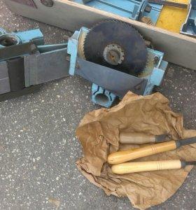 Набор инструмента для изготовления мебели.