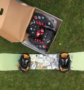Сноуборд мужской ,крепления + ботинки