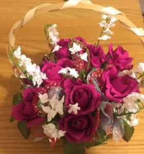 Букет из роз с конфетами