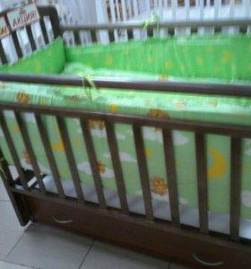 Кроватка детская , с качалкой