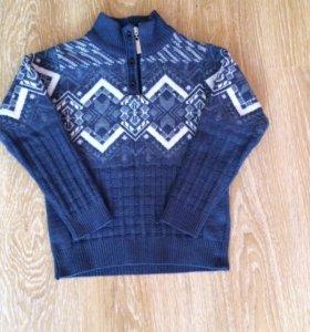 Продам тёплый и красивый свитер на 4-6 лет