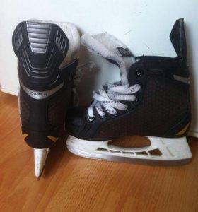 Хоккейные коньки Bauer p-р 31