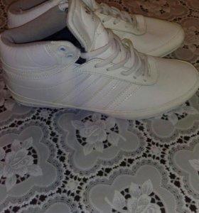 Адидас кроссовки новые