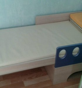 Кровать раздвижная.