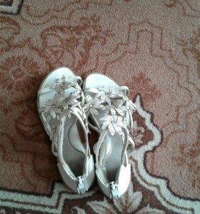 Детские туфли для детей.