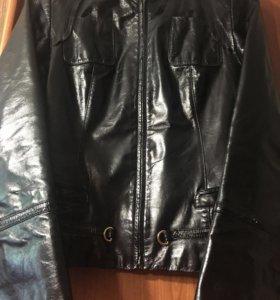 Женская куртка из натуральной кожи.