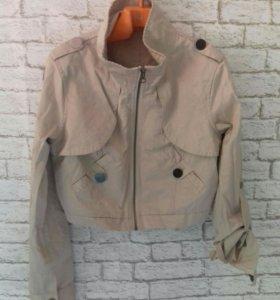 Укороченная лёгкая куртка