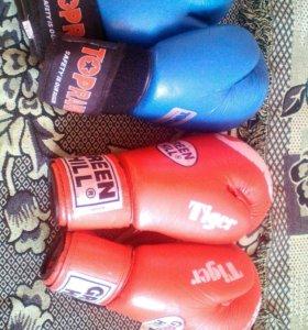 Боксерские перчатки , две пары,одна пара 1500 р.