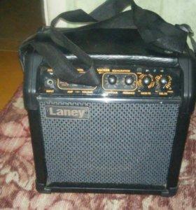 Комбик для электро гитары или обычной(универсальны