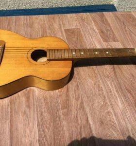 Деревянная гитара