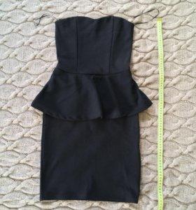Маленькое чёрное платье с баской Bershka