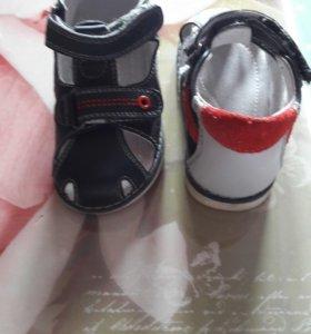 Детские сандалики 22 и 23 размер